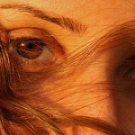Macchie sul viso: attente al sole e agli ormoni