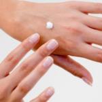 Basta mani screpolate con la crema fatta in casa
